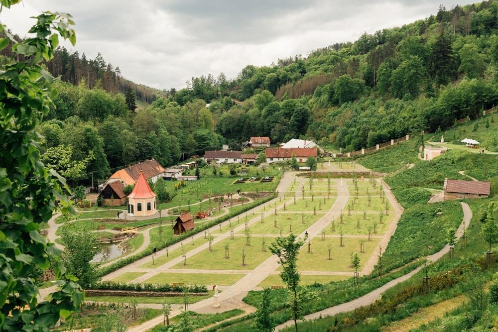FOTO: Na hradě Pernštejn otevřeli vrchnostenské zahrady
