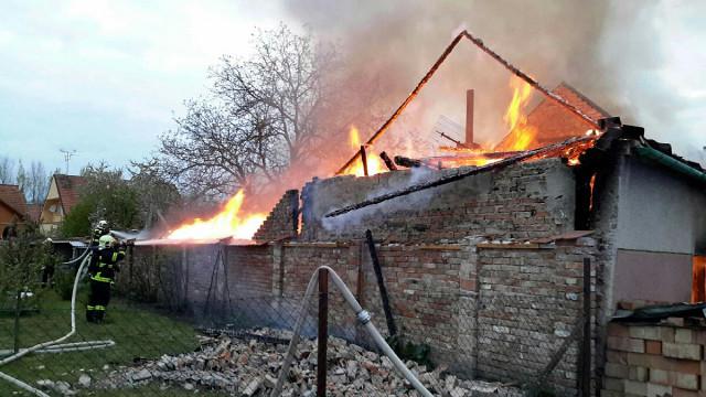 Požár zdemoloval rodině z Novosedel domov. Na pomoc vznikla veřejná sbírka