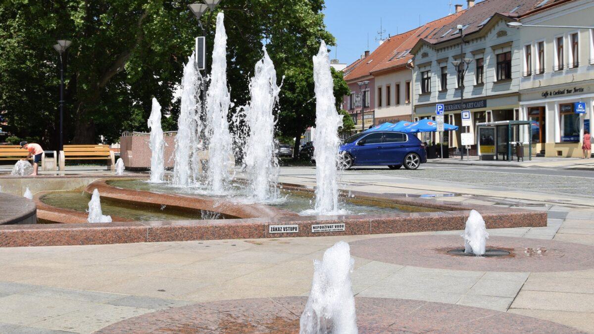 Hodonínská fontána na náměstí opět zpívá
