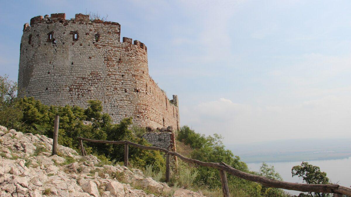 Za tajemným příběhem hradu Děvičky