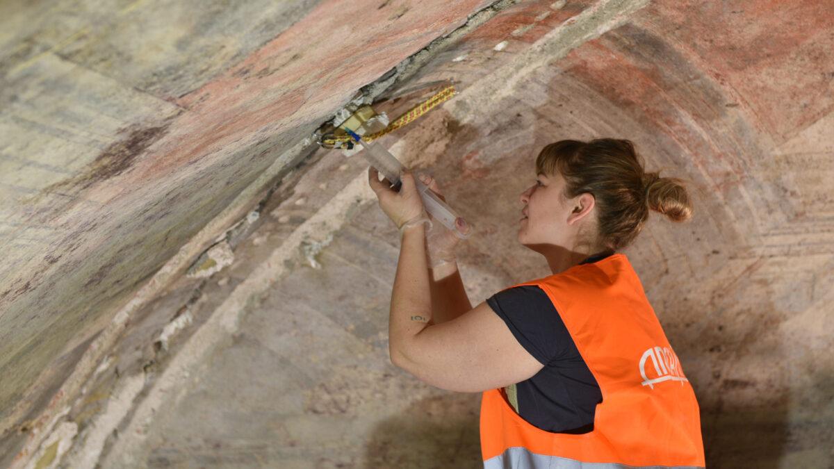 FOTO: Restaurátoři dokončují obnovu fresek na Nové radnici v Brně