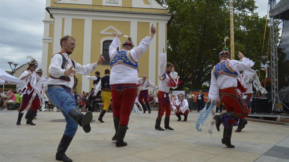 FOTO: Svatovavřinecké slavnosti nabídly kroje, koncerty i tradiční jarmark