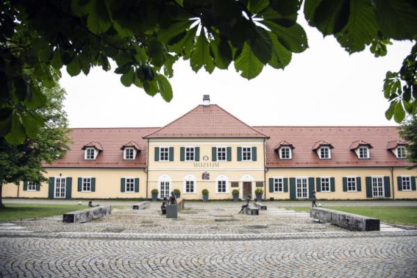 Muzeum Ostrov lidových krojů